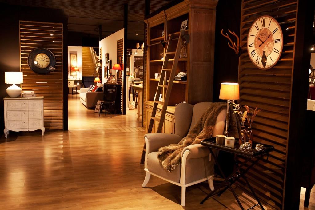 Mebest salon meblowy, luksusowy salon, kolonialny kącik