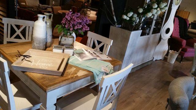 Salon meblowy Mebest, Jakie krzesła do nowoczesnego salonu, krzesła w stylu prowansalskim