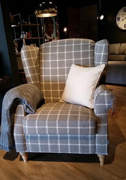 salon-meblowy-mebest-poznan-nowoczesne-fotele-do-salonu-postaw-na-oryginalnosc-5