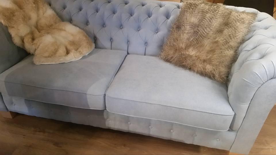 salon-meblowy-mebest-poznan-tapicerowana-sofa-wypoczynkowa-z-ozdobnymi-pikowaniami