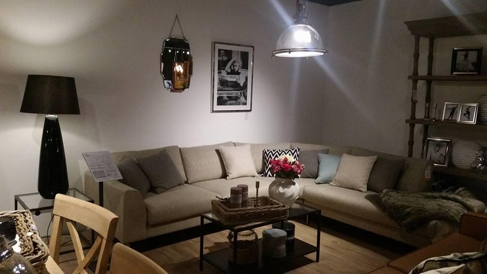 salon-meblowy-mebest-poznan-komplet-wypoczynkowy-z-ozdobnymi-poduszkami