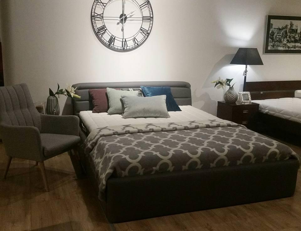 Zegar to element, który ozdobi każde pomieszczenie, nawet sypialnię