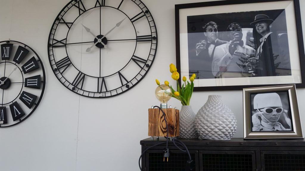 Hitem sezonu wśród ozdób do wnętrza są duże zegary w różnych stylach