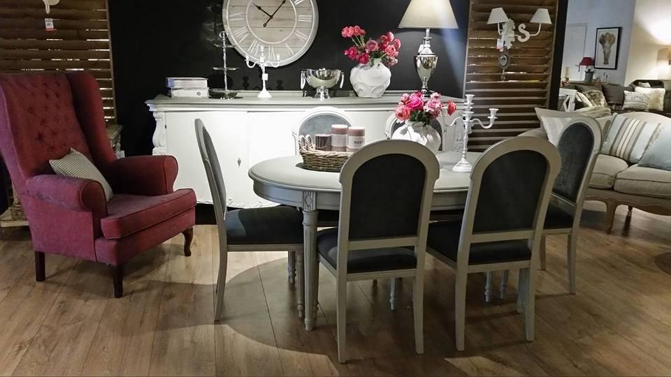 Klasyczne meble do salonu utrzymane w stylu ludwikowskim