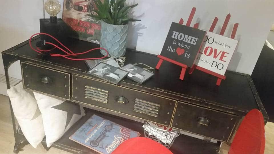 salon-meblowy-mebest-poznan-stylowe-meble-w-postaci-stalowej-konsoli