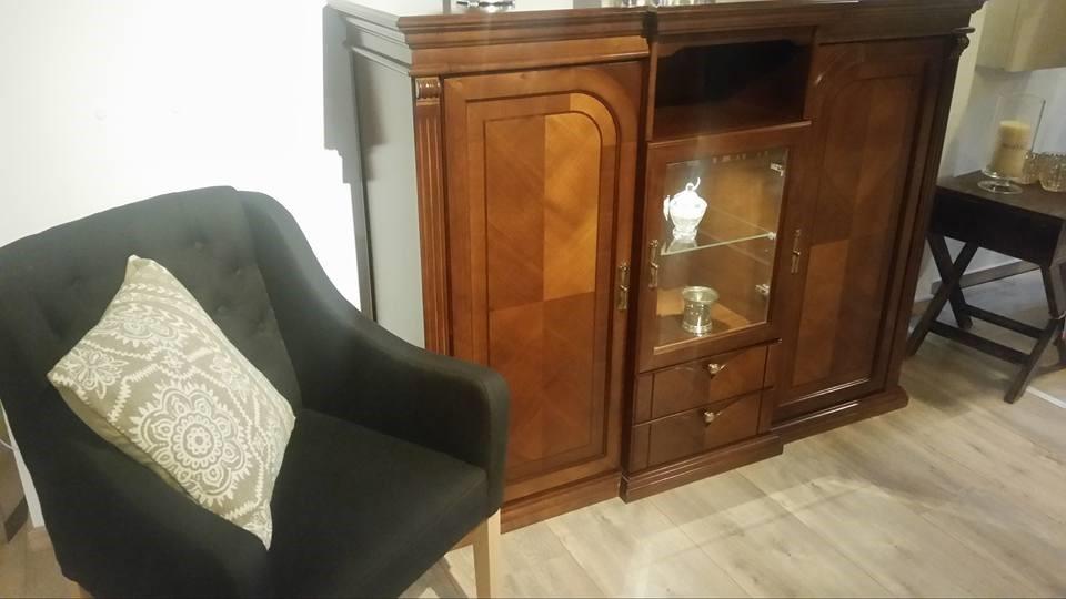 klasyczne meble do salonu drewniane modele o